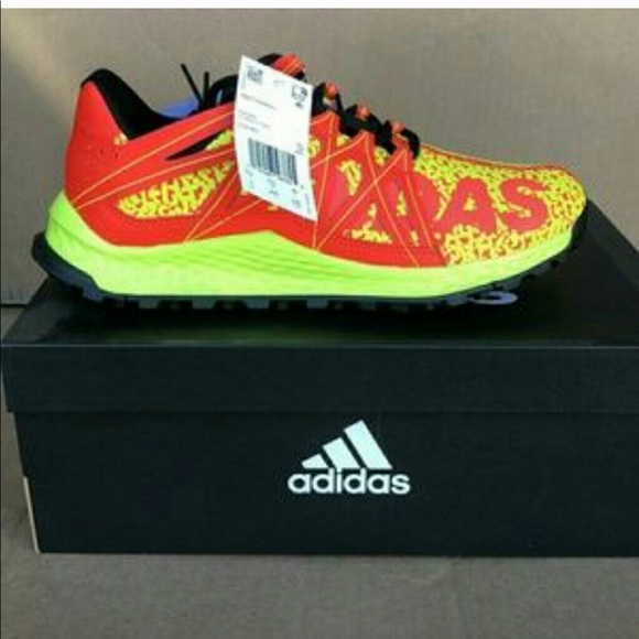 730bfa494ae7c Boys Adidas Vigor Bounce J